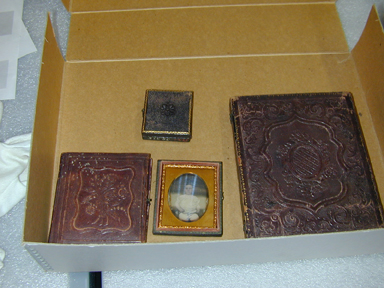 Previous storage method for cased photographs