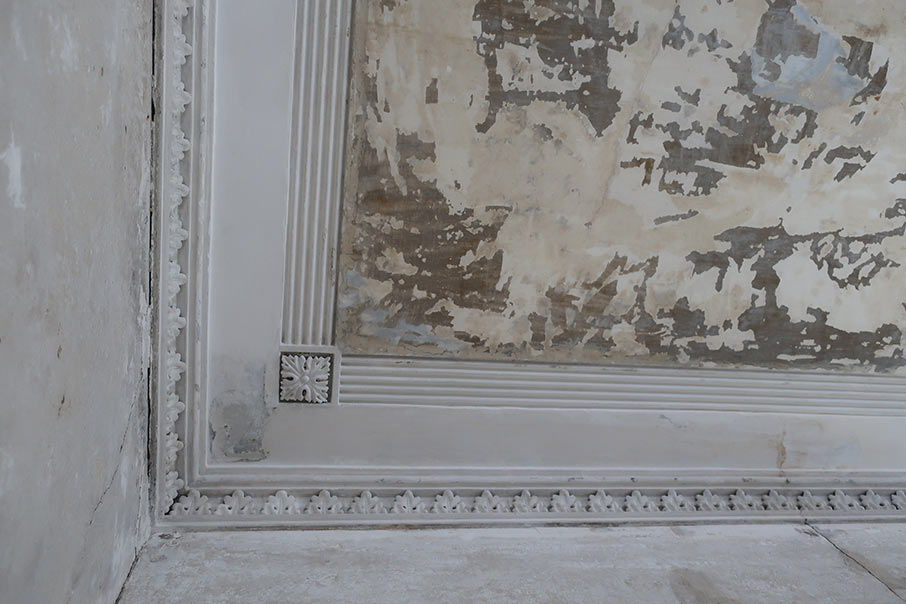 View of the formal parlor ceiling with acathus flower details