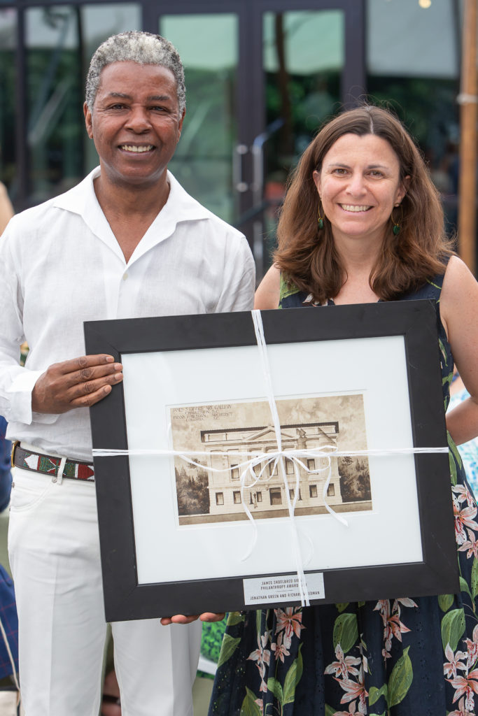 Jonathan Green and Sara Arnold, Director of Curatorial Affairs, with the Shoolbred Gibbes Award