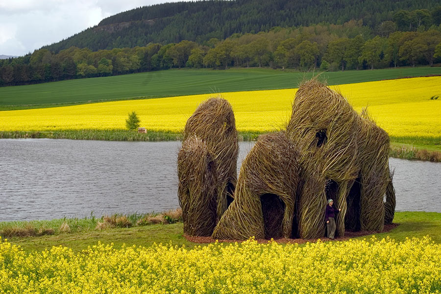 <em>Close Ties</em>, 2006, by Patrick Dougherty; Scottish Basketmakers Circle, Dingwall, Scotland. Photo: Fin Macrae.