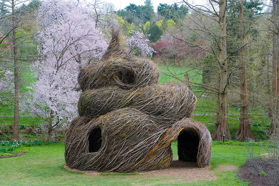 <em>Summer Palace</em>, 2009, by Patrick Dougherty. Morris Arboretum of the University of Pennsylvania, Philadelphia, PA. Photo: Rob Cardillo